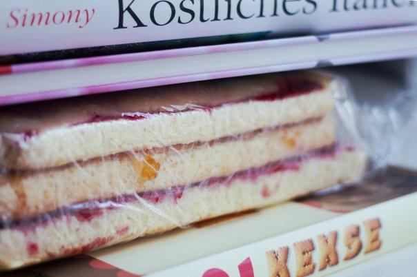 pressing sponge cake stack